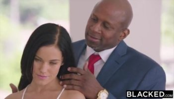 Hot bitch Sophie Lynx gers her asshole drilled